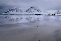 Fotspåren på stranden