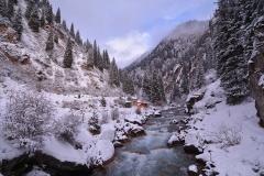 Vita berg och porlande vatten