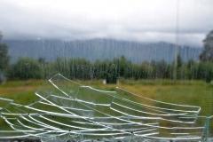 Glasskärvor i fönster